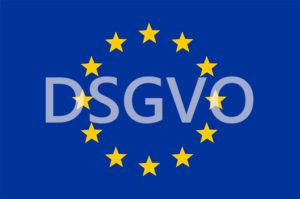 Zu sehen ist die Europaflagge, davor der Schriftzug DSGVO. Es geht um die EU-Dazenschutzgrundverordnung. Bild: Pixabay / OpenClipart-Vectors / Montage_IT-SERVICE.NETWORK