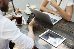 Mehr Flexibilität bei der Wahl des Arbeitsplatzes und Arbeitsgeräts – Modern Workplace und BYOD waren wichtige IT-Trends 2018. (pixabay.com/rawpixel)