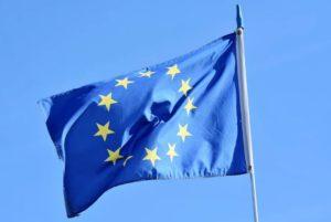 Flagge der EU im Wind / Gaia X Symbolbild