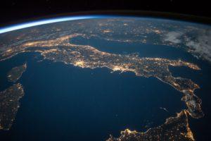 Zu sehen ist ein Teil Europas aus dem Weltall. Die Europa-Cloud soll durch den Gaia-X-Förderwettbewerb vorangebracht werden. Bild: Pixabay