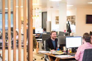 Zu sehen ist die Büroszene eines Unternehmens, das SD-WAN nutzt. Bild: Unsplash/Airlington Research